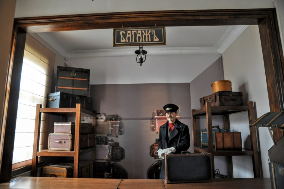 музей,багаж,камера хранения,чемодан,шляпная коробка