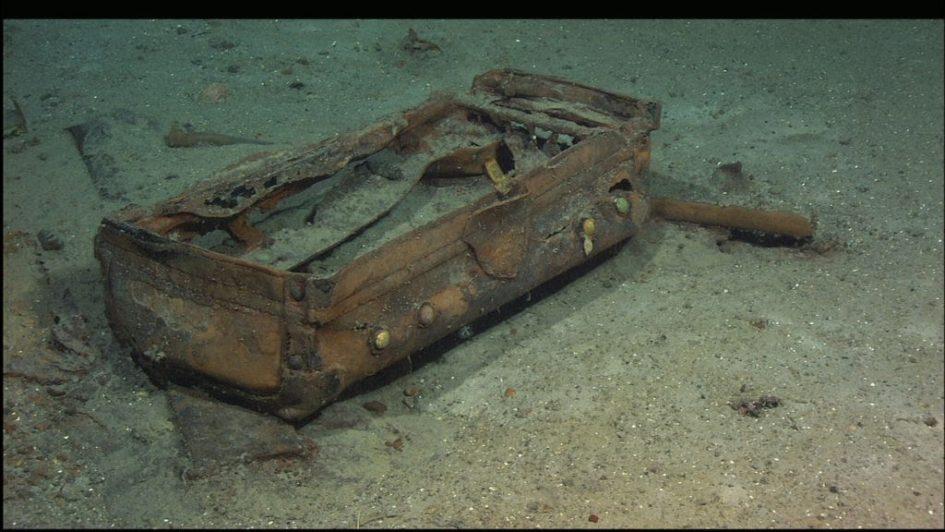 Титаник, чемодан на дне