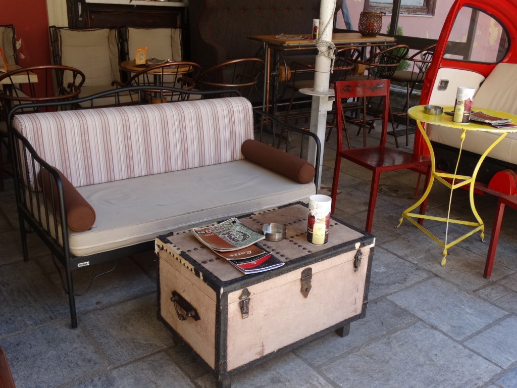 чемодан,стол,интерьер,дизайн