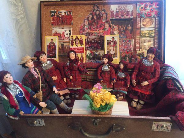 чемодан с куклами