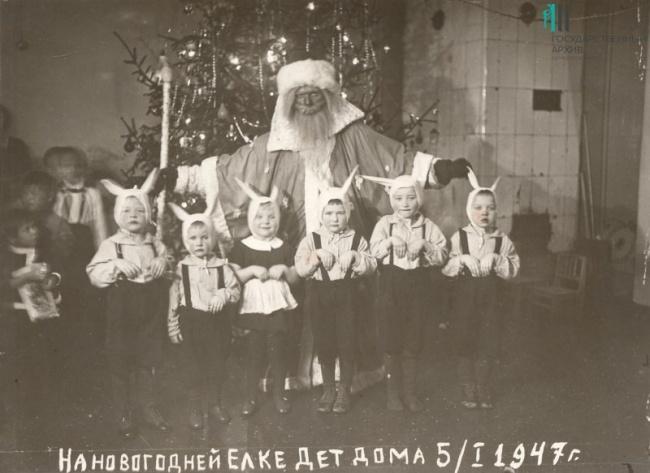 фотография 1947, Дед Мороз с детьми