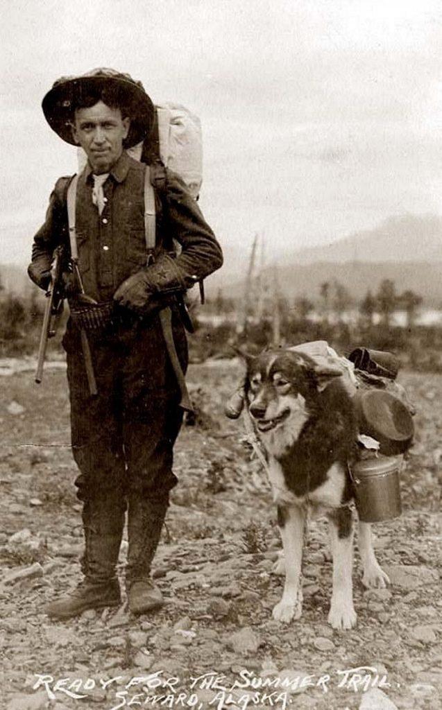 старое фото,золотоискатель с собакой, груз, снаряжение