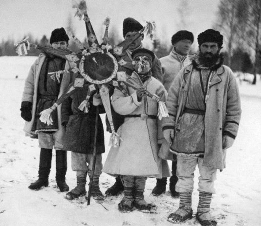 Фото нач. XX в. Колядовщики с рождественской звездой.