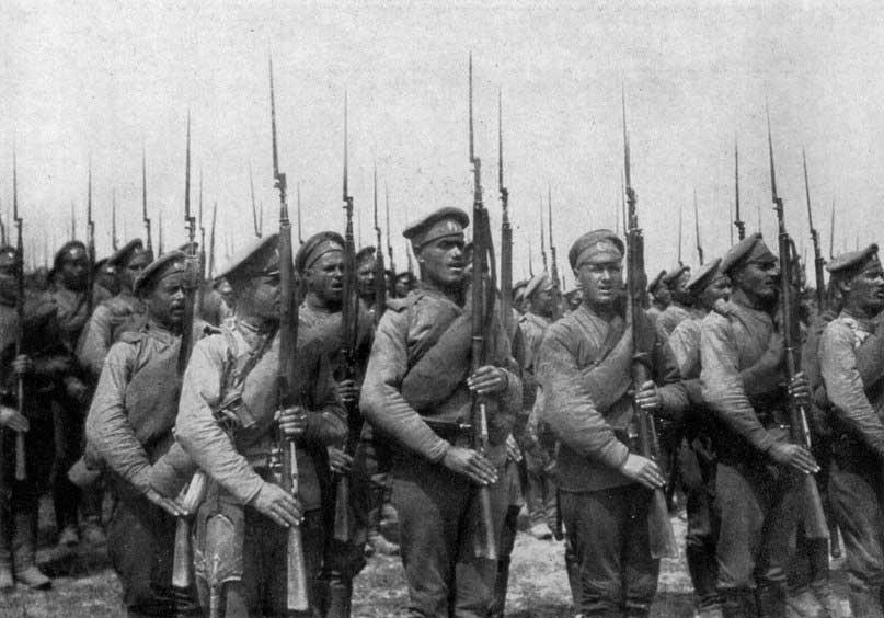 Первая мировая война. Русские солдаты с винтовками Мосина