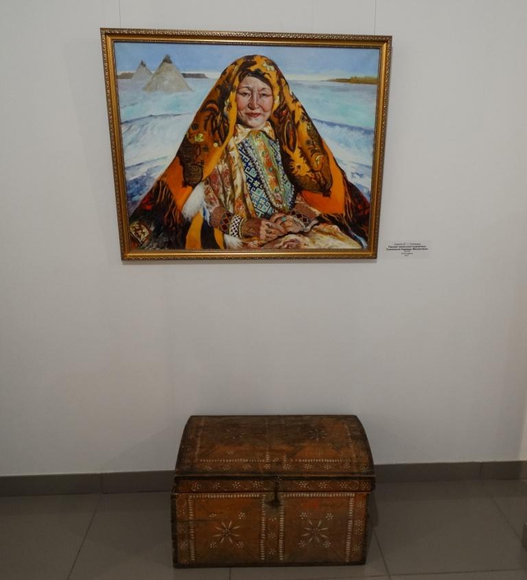 Расписной деревянный сундук
