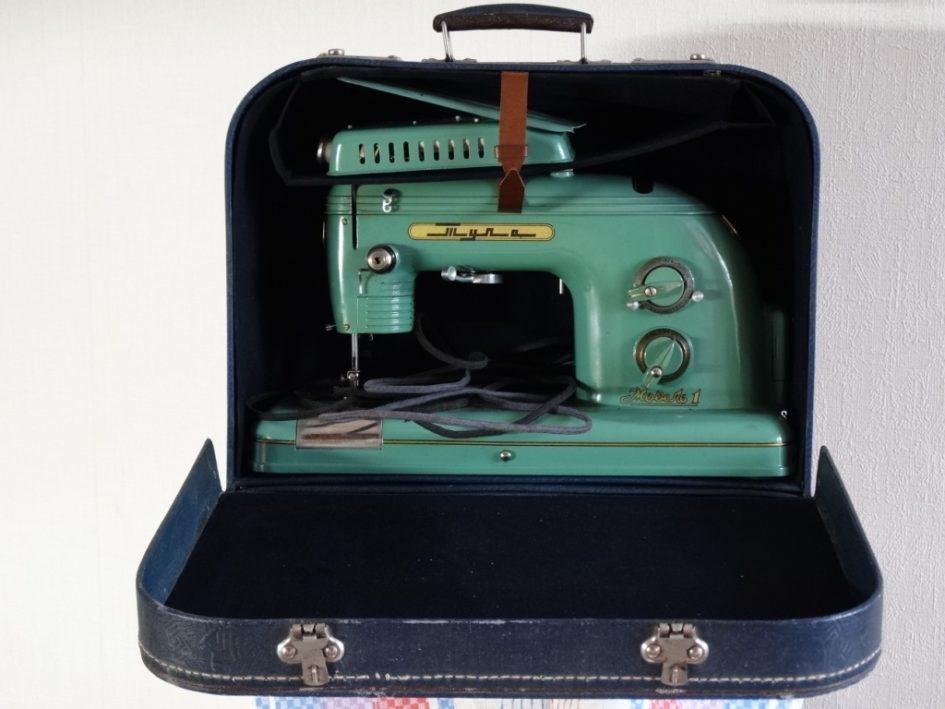 электрическая швейная машина Тула, футляр-чемодан