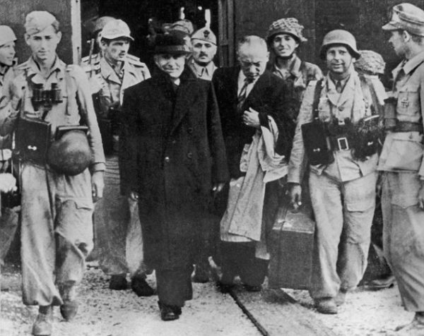 Муссолини,чемоданы