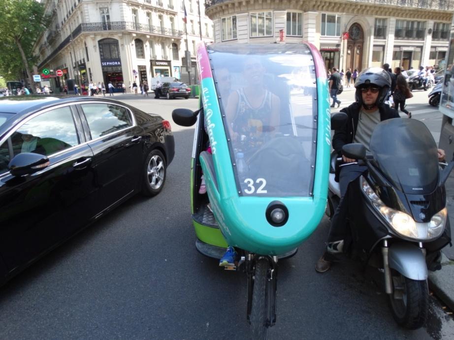Вело-рикша,парижская улица
