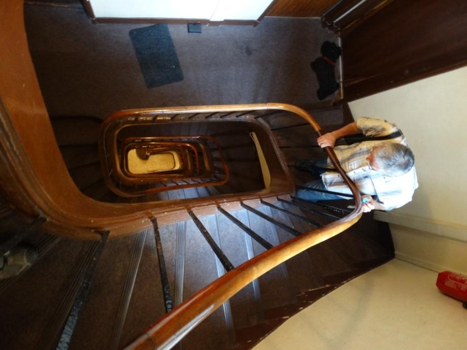 перила лестницы в подъезде