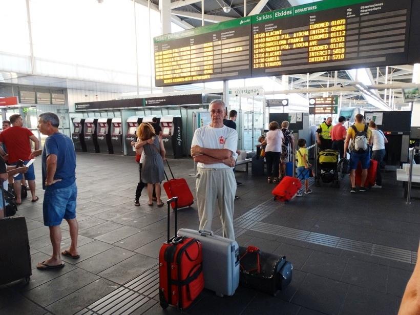 чемоданы на вокзале