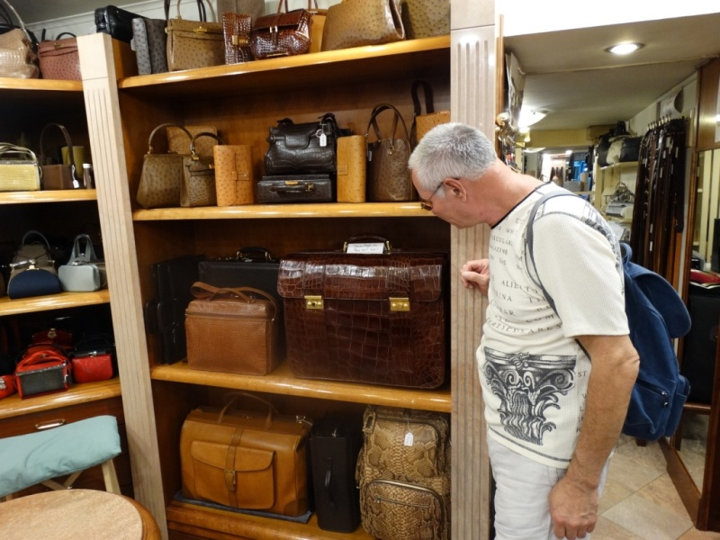 портфель и сумки из натуральной кожи