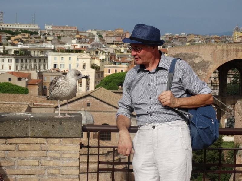 на фоне Рима