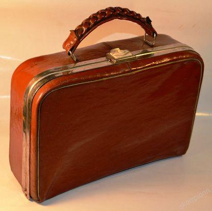 сумочка-балетка коричневого цвета
