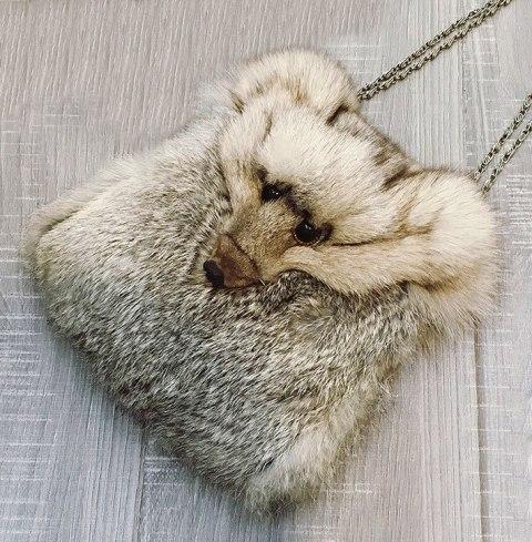 меховая сумка с собачьей мордой