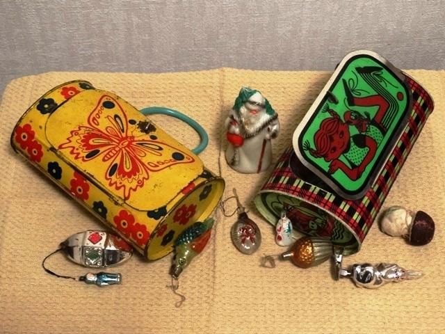 Старинные жестяные детские чемоданчики