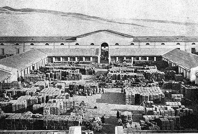 старинное фото чайных складов в Кяхте