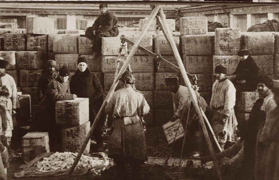 Старинное фото склад весы прямоугольная тара