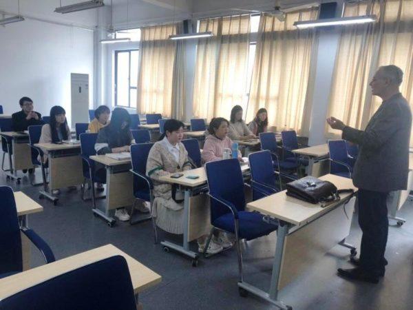 Аркадий Константинов,занятия в Анхойском университете,Китай,Хэфэй,китайские студенты