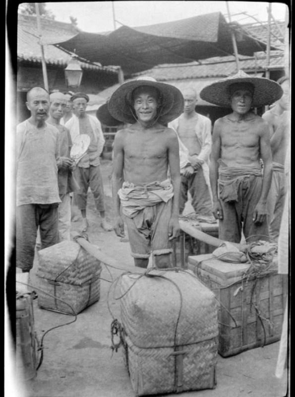 Китай,плетёные короба,носильщики