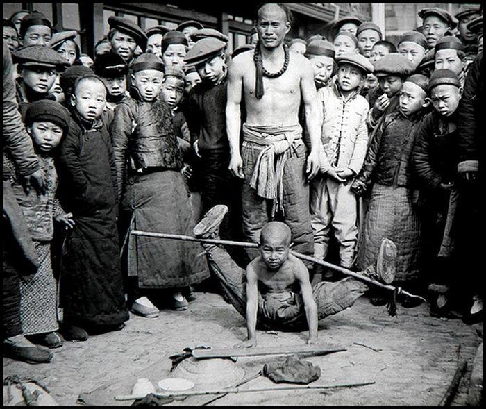Китай,старинное фото,гимнаст мальчик