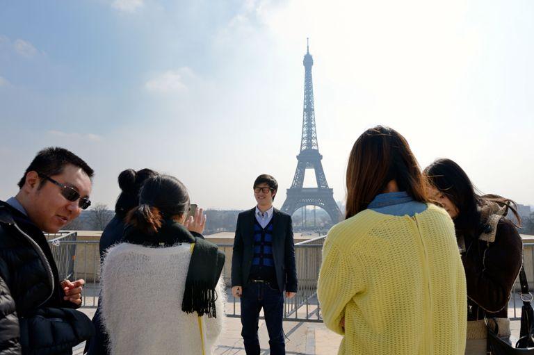 китайские туристы в Париже, Эйфелева башня