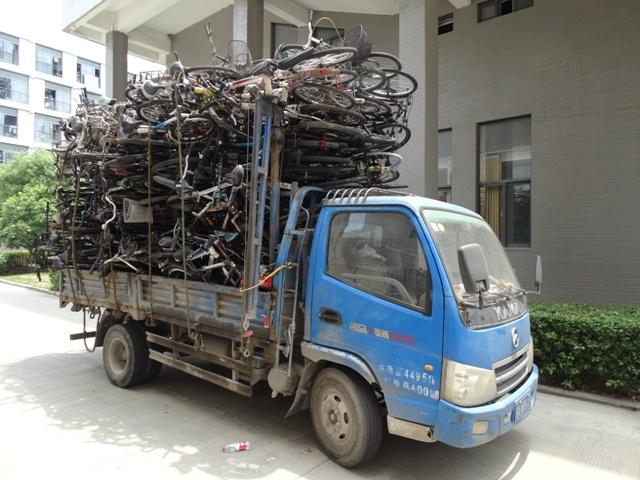 велосипеды в грузовике