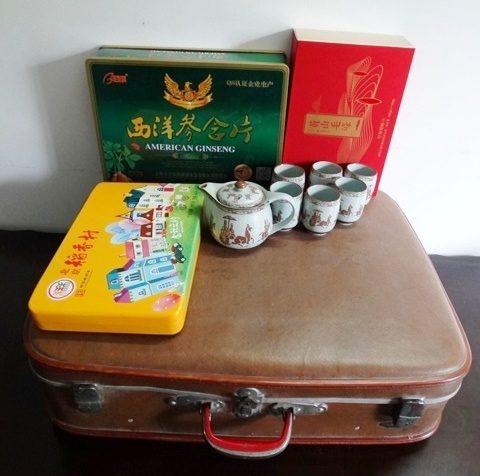 коричневый чемоданчик, коробочки китайский чай женьшень
