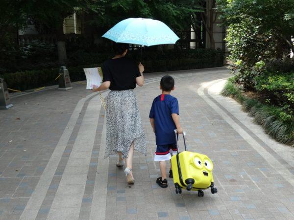 детский жёлтый чемоданчик