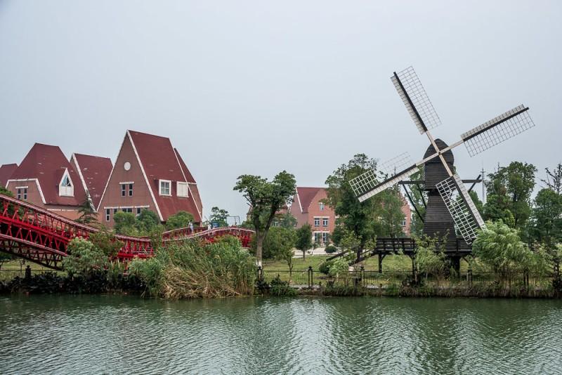 голландская архитектура и мельница в Сучжоу, Китай