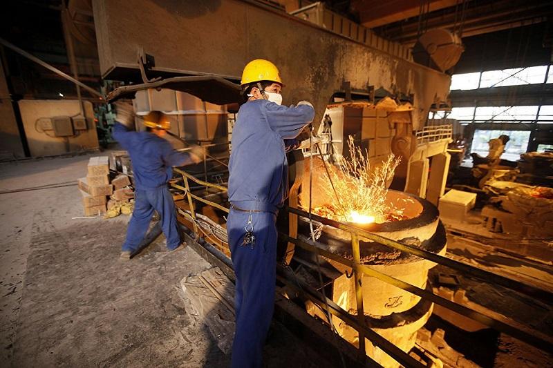 разливают сталь,китайский завод,провинция Цзянсу