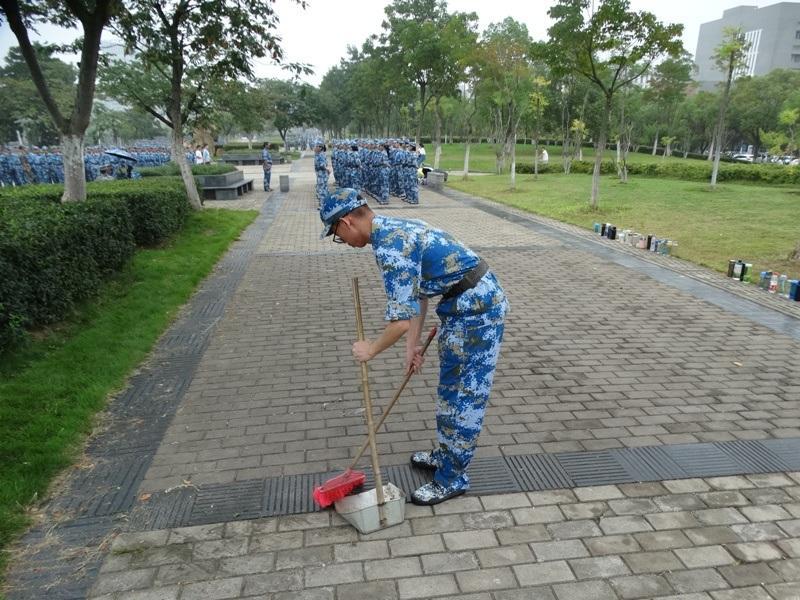 китайский студент в военной форме