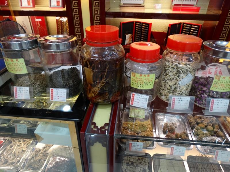 снадобья в китайской аптеке лавке,традиционная китайская медицина