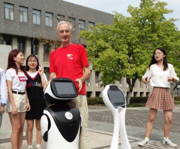 робот-переводчик,китайские студенты,Анхойский университет