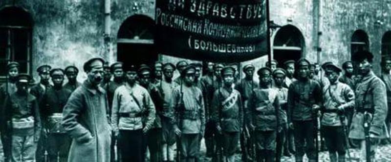 старое фото революционеры транспарант