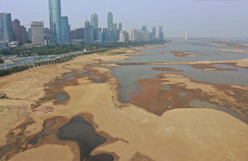 Засуха р.Ганцзян у г. Нанчана Китай