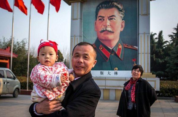 Сталин КНР китайцы праздник флаги
