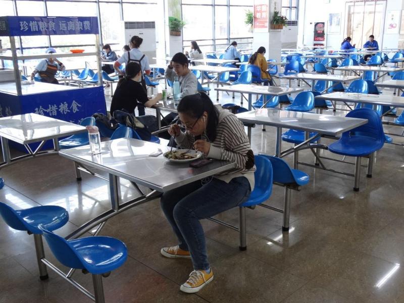 китайская столовая, палочки и ложка