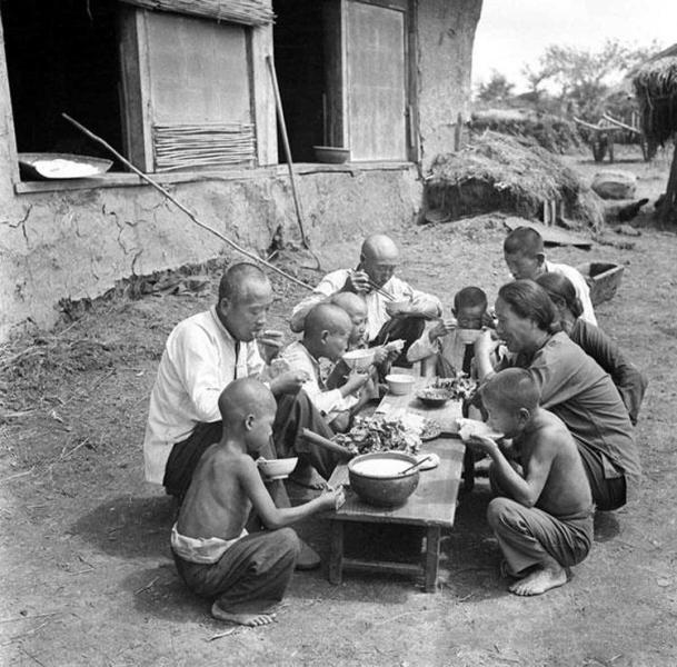 китайские крестьяне обедают