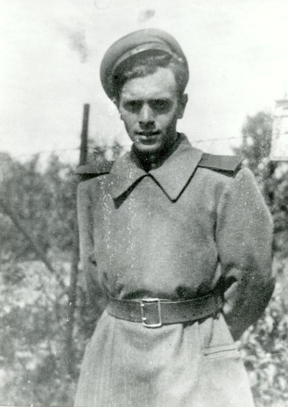 старое фото Поэт Давид Самойлов в военной форме